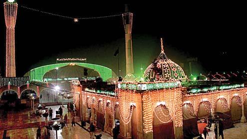 حضرت داتا گنج بخشؒ کا عرس شروع، لاکھوں زائرین کی حاضری