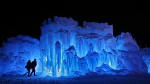 1395486 51853697 - امریکہ میں برف کی سلوں سے تیارقلعہ عوام کیلئے کھول دیاگیا