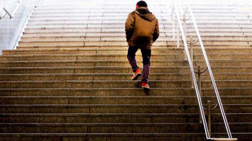 1395986 83575157 - سیڑھیاں چڑھنا ہائی بلڈ پریشر کو معمول پر لانے کا آسان طریقہ