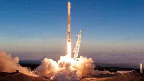 1396696 23956466 - خلابازوں کو مدار میں بھیجنے کیلئے امریکہ میں نئے راکٹ کا تجربہ