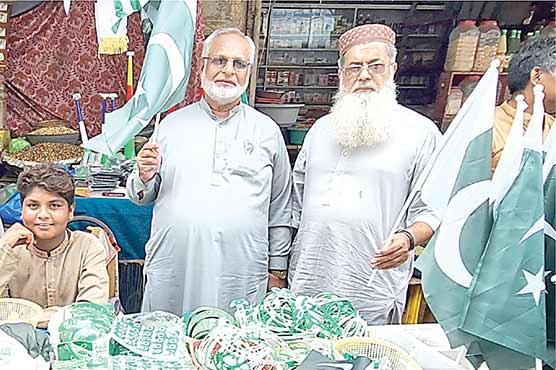 یوم آ زادی کی آ مد ،جڑانوالہ کے بازاروں میں پرچموں کی بہار