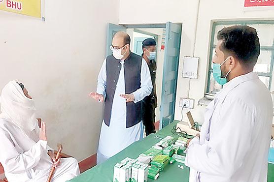 ڈپٹی کمشنر کا بنیادی مراکز صحت  متھرومہ تحصیل چنیوٹ اور عدلانہ  تحصیل بھوانہ کا دورہ