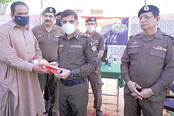 یوم شہدا کے حوالے سے پولیس  لائن سیالکوٹ میں تقریب