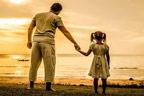 والد کا رویہ بیٹی کی پوری زندگی پر اثر انداز ہوتا ہے :تحقیق