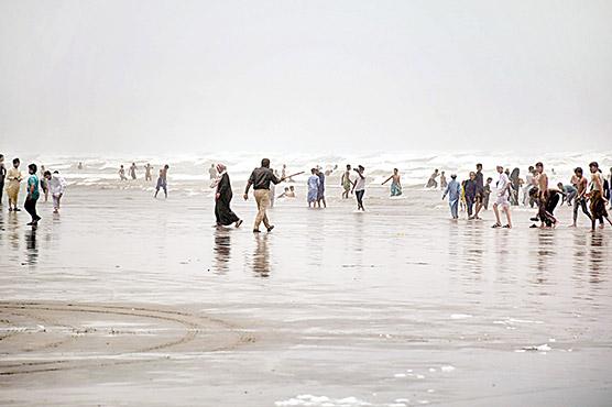 ایس او پیز نظرانداز،شہریوں کی بڑی تعداد ساحل پر پہنچ گئی