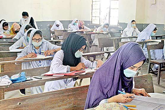انٹر امتحانات کے  پہلے مرحلے کا بد نظمی سے آغاز کئی مراکز میں پرچے تاخیر سے پہنچے