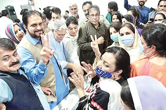 آزاد کشمیر انتخابات جیتنے کی خوشی میں سینٹرل سیکرٹریٹ میں تقریب