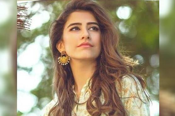 سائرہ یوسف کی نئی ''سادہ سیلفی ''مقبول