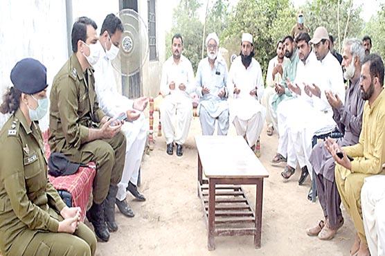 علی ناصر شہید کی فاتحہ خوانی  کے لئے ڈپٹی کمشنر اور ڈی پی او  خانیوال کی کبیروالا آمد
