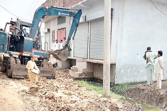اسسٹنٹ کمشنر بھیرہ کا نصیر آباد کالونی  میں نکاسی آب کے مسئلہ پر نوٹس