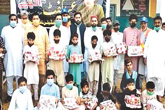 الخدمت فاؤنڈیشن تاندلیانوالہ کے زیر  اہتمام 50 بچوں میں عید گفٹس تقسیم