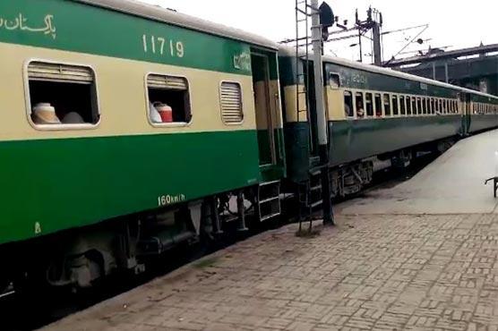 لاہور آنے والی ٹرینیں گھنٹوں تاخیر کا شکار