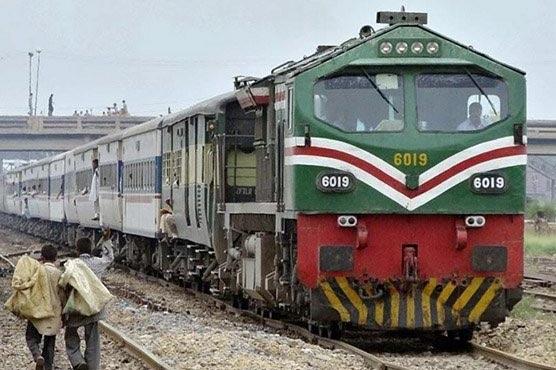 مختلف ٹرینوں پر نجی کمپنی کے عملے کی  روزانہ کی بنیاد پر چیکنگ شروع