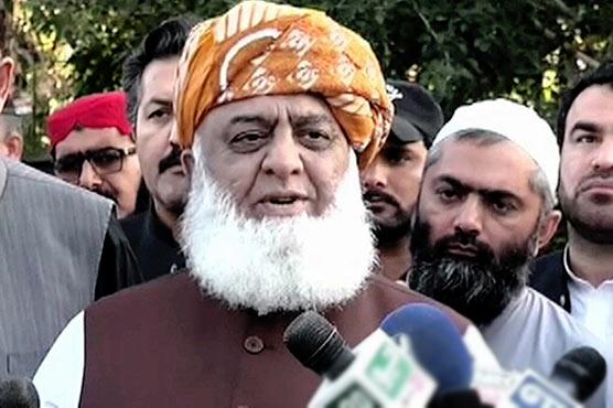 عمران خان نے اداروں کو تباہ  کردیا،غلط چیز پرجاہلانہ انداز  میں کھڑے :فضل الرحمن