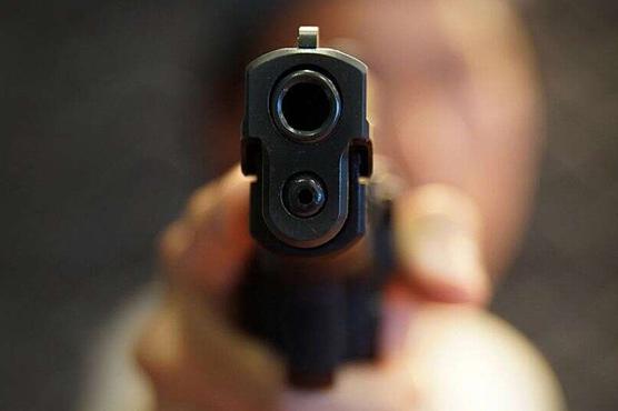 مخالفین کی فائرنگ ،ایک شخص زخمی