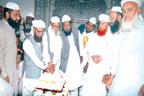 سنی علماء مشائخ کونسل کے  زیر اہتمام کیک کاٹنے کی  تقریب ،ملک کیلئے دعائیں