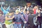 بھارت کیخلا ف بڑی جیت ،منچلے جشن کیلئے سڑکوں پرآگئے