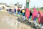 سمبڑیال:طالبات گندے پانی سے گزر کر سکول جانے پر مجبور