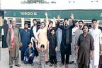 سکھر،ٹرینوں میں سہولتوں کی عدم فراہمی پر احتجاج