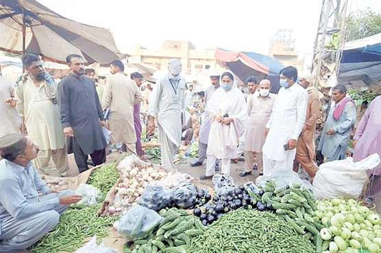 اے سی چنیوٹ کا سبزی منڈی کا دورہ،قیمتیں چیک کیں