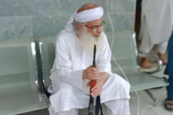 لال مسجد کے سابق خطیب مولانا  عبدالعزیز کیخلاف مقدمہ درج