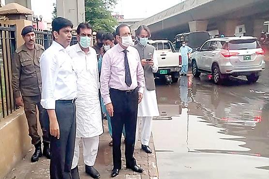 بارش کے بعدکمشنر،ڈپٹی کمشنرکا شہرکادورہ،نکاسی آب کاجائزہ