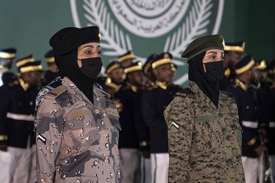 سعودیہ کے قومی دن پر فوجی  پریڈ، پہلی بار خواتین کی شرکت