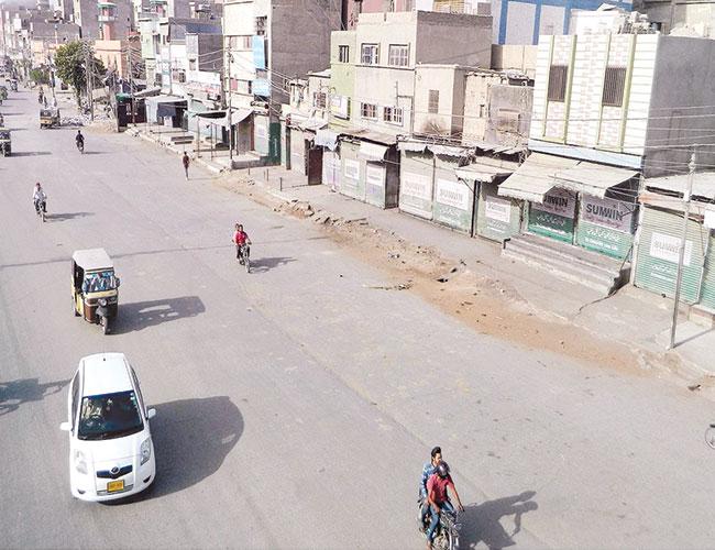 کراچی:لاک ڈائون کے باعث لیاقت آباد کی مارکیٹیں بند پڑی ہیں