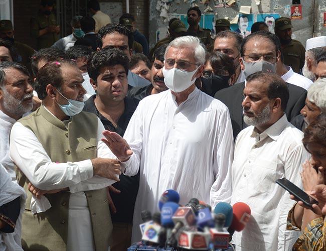 لاہور:جہانگیر ترین عدالت پیشی کے موقع پر میڈیا سے گفتگو کرتے ہوئے