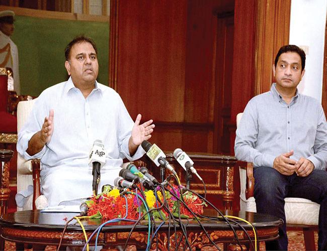 کراچی:وفاقی وزیر اطلاعات فواد چودھری پریس کانفرنس سے خطاب کرتے ہوئے
