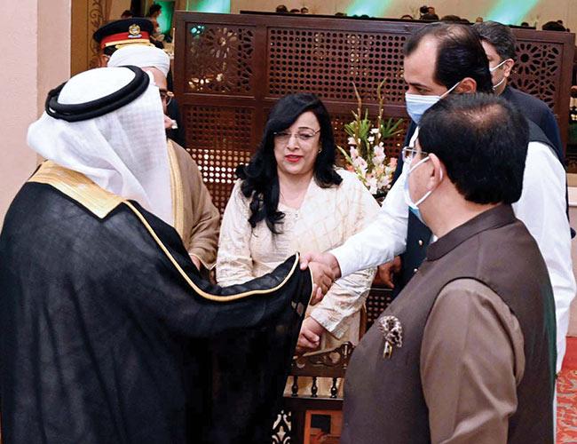 اسلام آباد :عرب پارلیمنٹ کے سپیکر اور وزیر اعلیٰ گلگت بلتستان خالد خورشید ہاتھ ملاتے ہوئے