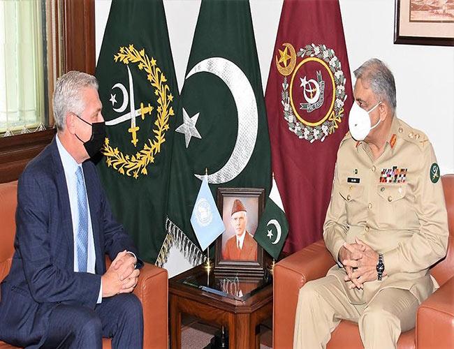 راولپنڈی:آرمی چیف جنرل باجوہ سے اقوام متحدہ کے ہائی کمشنر مہاجرین ملاقات کرتے ہوئے