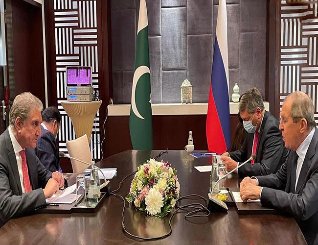 شاہ محمود شنگھائی تعاون تنظیم اجلاس کے موقع پر روسی ہم منصب سے ملاقات کرتے ہوئے