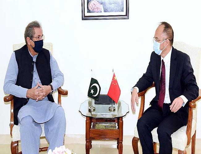 اسلام آباد :وفاقی وزیر تعلیم شفقت محمود سے چینی سفیر ملاقات کرتے ہوئے