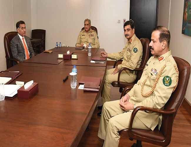 اسلام آباد:آرمی چیف جنرل قمر جاوید باجوہ آئی ایس آئی ہیڈ کوارٹرز میں اجلاس  کی صدارت کرتے ہوئے ،لیفٹیننٹ جنرل فیض حمید و دیگر موجود ہیں